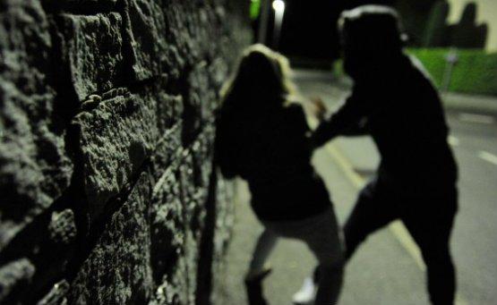 violenza_sessuale_stupro_picchiata_sera_555