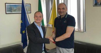 Giuseppe Alviti premiato dal Presidente della IV Municipalità Avv. Giampiero Perella