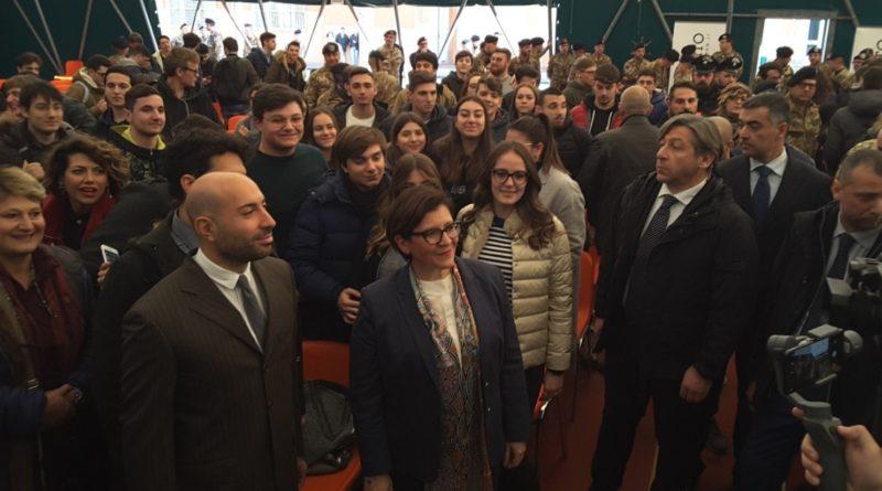 CASERTA. GRANDE SUCCESSO ALLA BRIGATA GARIBALDI DEL MINISTRO TRENTA CHE HA INCONTRATO CIRCA 300 STUDENTI CASERTANI