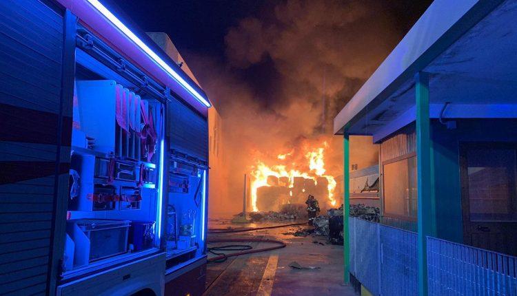 Villa Literno. Nella notte si incendia fabbrica smaltimento rifiuti plastici