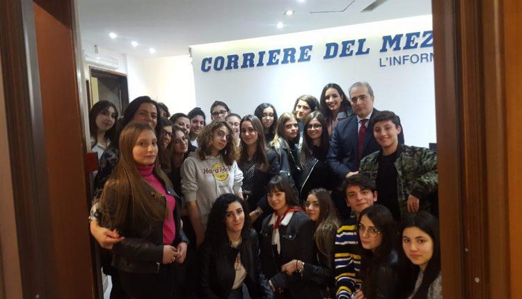 Gli studenti del Liceo Jommelli nella sede del Corriere del Mezzogiorno