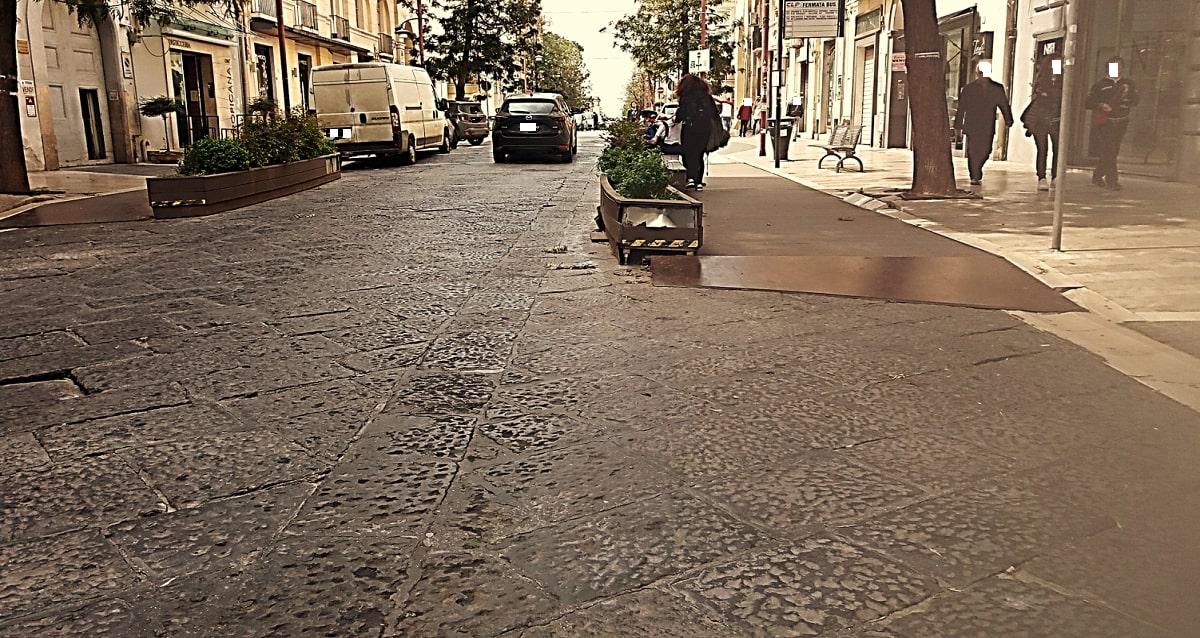 CORSO TRIESTE CASERTA - ALESSANDRO FEDELE --min - Rimosse a Caserta le pedane di Corso Trieste -È GIALLO a Caserta. Pedane di Corso Trieste rimosse o riparate? - Alessandro Fedele