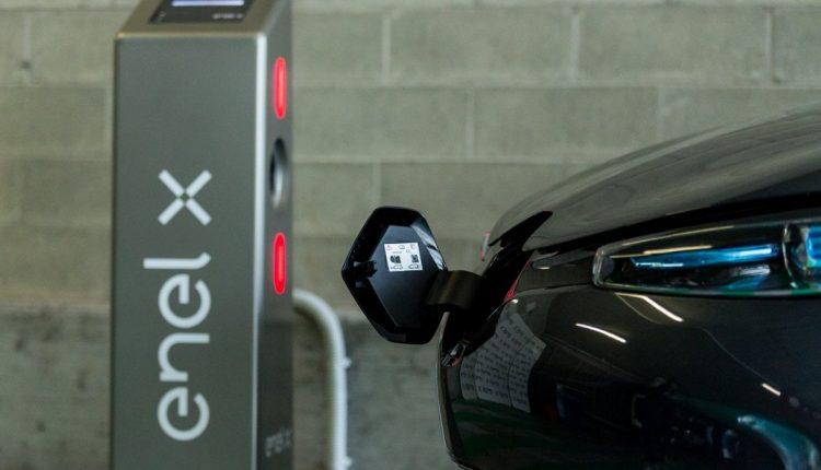 CASERTA, PIAZZA CATTANEO | Domani inaugurazione prime infrastrutture ricarica veicoli elettrici